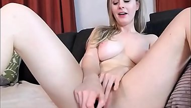 Gorgeous blonde masturbate pink pussy on webcam